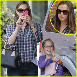 Jennifer Garner & Violet: Fun with Photographers!