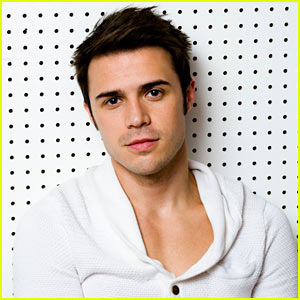 Kris Allen Photo Shoot - JustJared.com Exclusive!