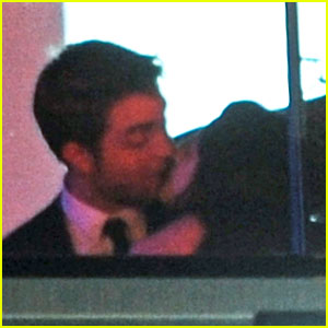 Robert Pattinson &#038; Kristen Stewart Kiss at Cannes Film Festival