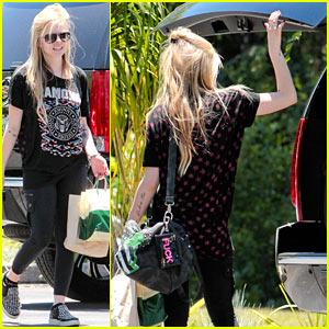 Avril Lavigne Rocks a Ramones Tee