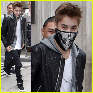 Justin Bieber: Sequined Skull Face Warmer!
