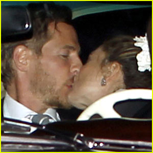 Drew Barrymore & Will Kopelman: Wedding Kiss!