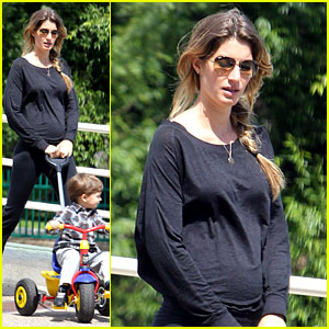 Gisele Bundchen: Pregnant Stroll with Benjamin!