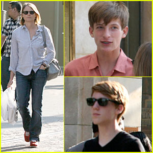 Jodie Foster: The Grove with Sons Charlie &#038; Kit!