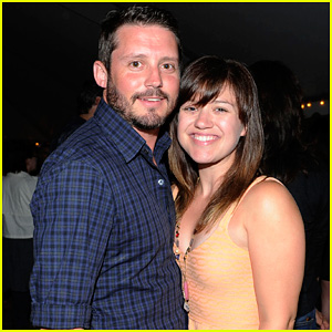http://cdn02.cdn.justjared.com/wp-content/uploads/headlines/2012/06/kelly-clarkson-brandon-blackstock-bonfire-celebration.jpg