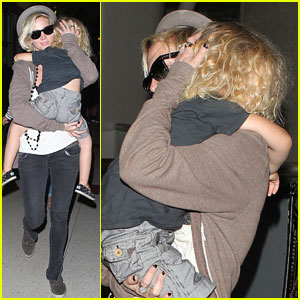 Ashlee Simpson: LAX Landing with Bronx!
