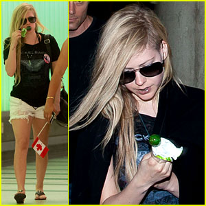 Avril Lavigne: Canadian Blowpop Babe!