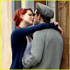 Evan Rachel Wood & Jamie Bell: Reunion Kisses!