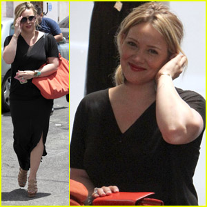 Hilary Duff: Shopping Smiles!