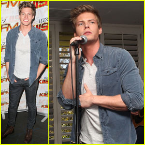 Hunter Parrish: 102.7 KIIS FM Teen Choice Awards Lounge