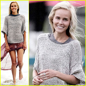 Isabel Lucas: 'Knight of Cups' Beach Fun!