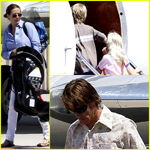 Julia Roberts Boards Private Jet with the Family!