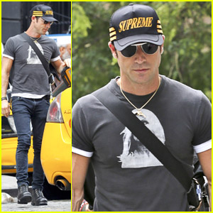 Justin Theroux: NYC Cab Catcher!