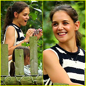 Katie Holmes & Suri Feed Giraffes at the Bronx Zoo