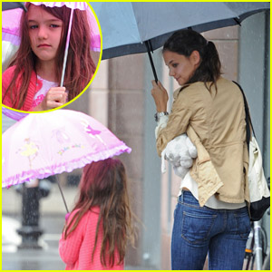 Katie Holmes & Suri: Walkin' In the Rain!