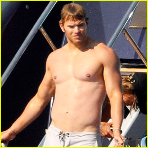 Kellan Lutz: Shirtless in Saint-Tropez!