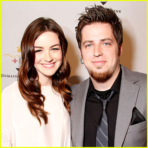 American Idol's Lee DeWyze Marries Jonna Walsh
