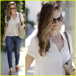 Minka Kelly: Salon Beauty
