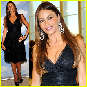 Sofia Vergara: Joffrey Ballet School Launch!