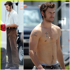 Alex Pettyfer: Shirtless on 'The Butler' Set!