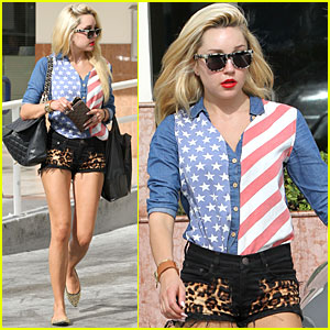 Amanda Bynes: Patriotic in Studio City!