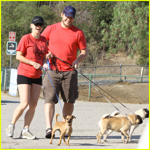 Anna Faris & Chris Pratt: Matching Dog Walk!