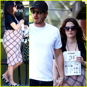 Drew Barrymore: Square One Baby Bump!