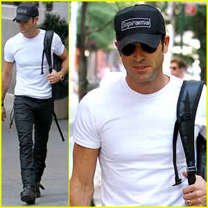 Justin Theroux Reigns 'Supreme' in Washington Square Park