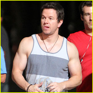 Mark Wahlberg Bares His Guns on '2 Guns' Set!