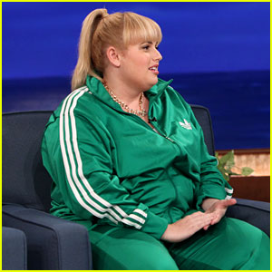 Rebel Wilson Reads Hilarious Note from New Neighbor