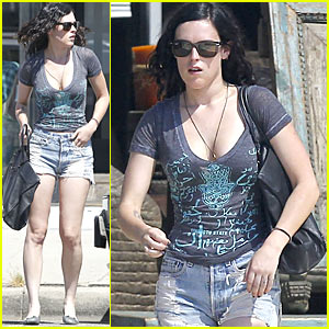 Rumer Willis: Daisy Dukes at the DMV!
