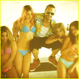 Selena Gomez &#038; Vanessa Hudgens: 'Spring Breakers' Clip