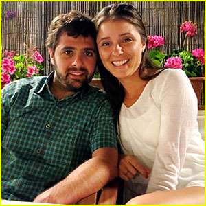 Shiri Appleby: Engaged to Jon Shook!