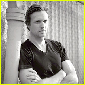 Teddy Sears' 'VMAN' Feature - Exclusive Preview!