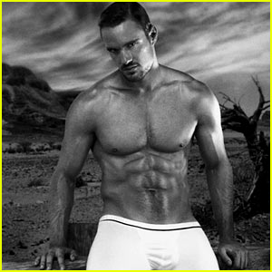 Thom Evans: Shirtless Modeling Photo Shoot!