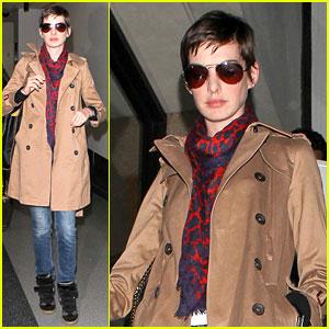 Anne Hathaway: Valentino Wedding Dress!