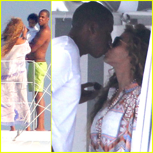 Beyonce & Jay-Z: France Kisses with Blue Ivy!