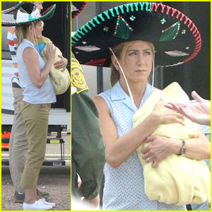Jennifer Aniston Carries a Fake Baby on 'We're The Millers' Set!