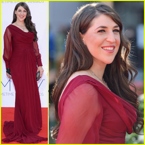 Mayim Bialik & Jim Parsons - Emmys 2012 Red Carpet