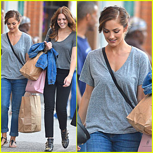 Minka Kelly & Mandy Moore: Big Apple Shopping Gals!