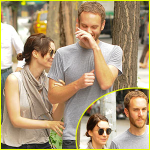 Rooney Mara & Charles McDowell: Big Apple Giggle Fit!