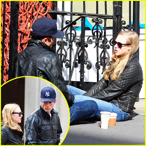Amanda Seyfried & Desmond Harrington: Sidewalk Sitdown!