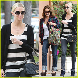 Ashlee Simpson: Lawyer's Office Visit with Mother Tina!
