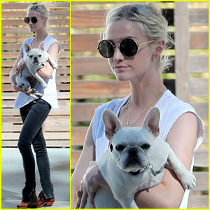 Ashlee Simpson Steps Out After Parents Divorce