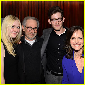Dakota Fanning & Steven Spielberg: 'Lincoln' NYFF Screening!