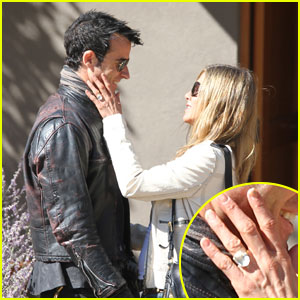 http://cdn02.cdn.justjared.com/wp-content/uploads/headlines/2012/10/jennifer-aniston-flashes-engagement-ring-with-justin-theroux.jpg