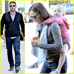 Jennifer Garner: Piggyback Ride for Seraphina!