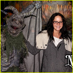 Jennifer Lawrence: Netherworld Haunted House with Josh Hutcherson!