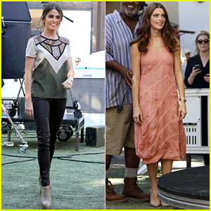 Nikki Reed & Ashley Greene: Extra, Extra!