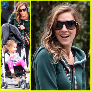 Sarah Jessica Parker: Morning Stroll with the Twins!